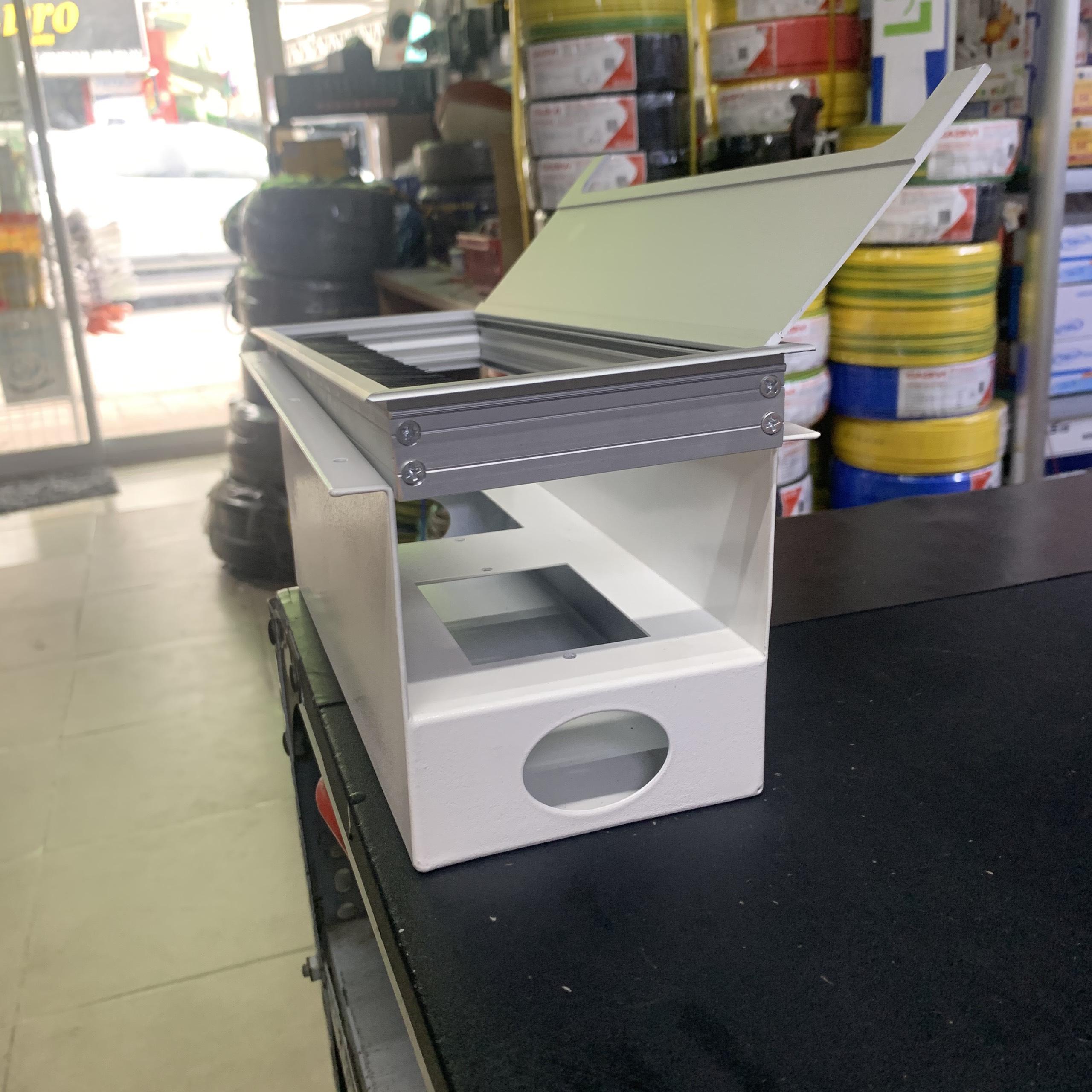 .Nắp hộp điện nhôm âm bàn 80x160