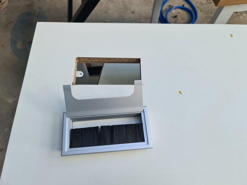 Nắp hộp điện nhôm âm bàn mở hai phía 300x145